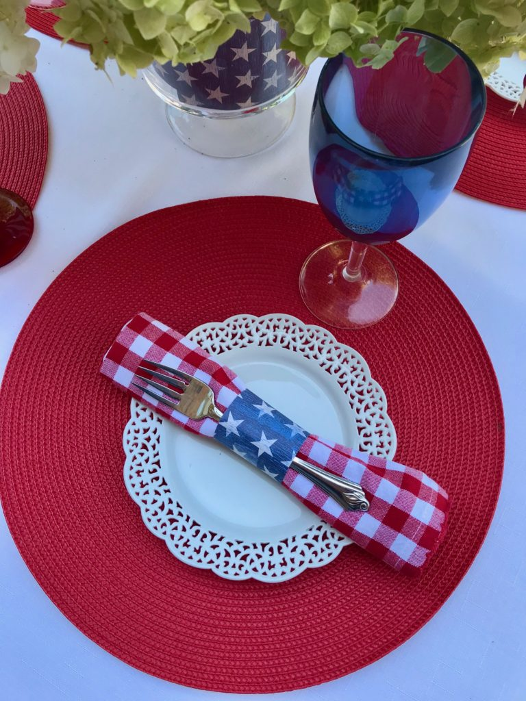 4th of July- red, white & blue tablescape
